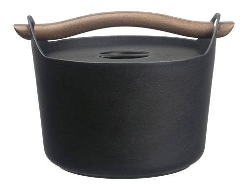 iittala sarpaneva gusseiserner topf mit holzgriff kochgut. Black Bedroom Furniture Sets. Home Design Ideas